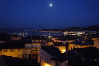 St Maxime, la nuit ,vue sur St Tropez en lumière